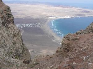 Desde las proximidades, tambien se practica el parapente y el ala delta. Impresionante e innumerables posibilidades para diversificar tus aficiones, Isla de Lanzarote.
